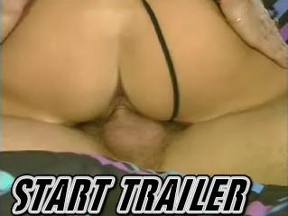 Rijpe neukhoer wil hard anaal genomen worden terwijl ze haar vriendins natte kut