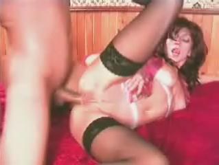 Nymfoname chick kan echt genieten van anale sex