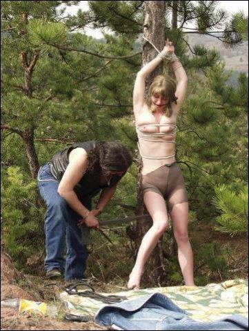 Hij scheld haar helemaal de tierelier en zij snapt dat ie andere dingen wilt