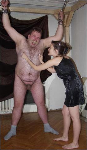 Zijn kleine piemeltje word door vrouw onrespectvol behandeld