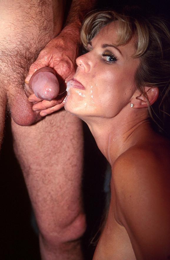 sexfoto: cumshots - Gillend en smekend om meer word dit jonge stoute...