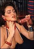 Rijpe overgeile brunette wordt hard en diep geneukt in haar slettenbek en slikt