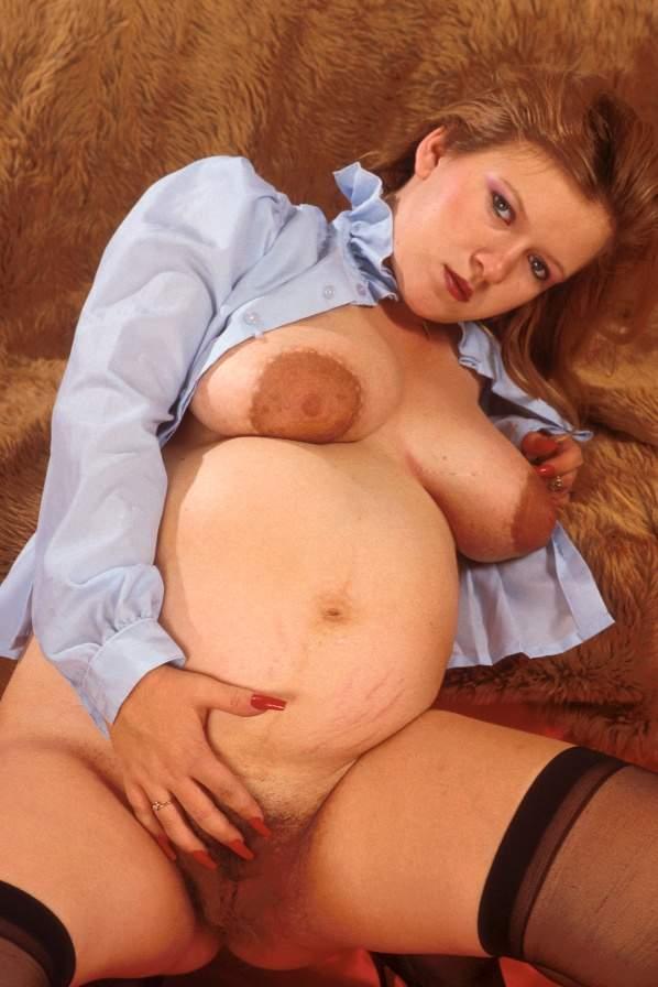Zwangere babe met een lekker harige gleufje